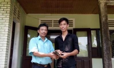 Trung tâm cứu hộ, bảo tồn và phát triển sinh vật Vườn quốc gia Bạch Mã tiếp nhận cá thể Rùa sa nhân (Cuora mouhotii) từ người dân và thả về rừng