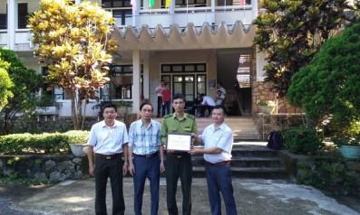 Tổ chức WWF Việt Nam tại Huế tặng quà tri ân Kiểm lâm Lê Ạnh Tuấn, công tác tại hạt kiểm lâm Vườn quốc gia Bạch Mã bị lâm tặc hành hung